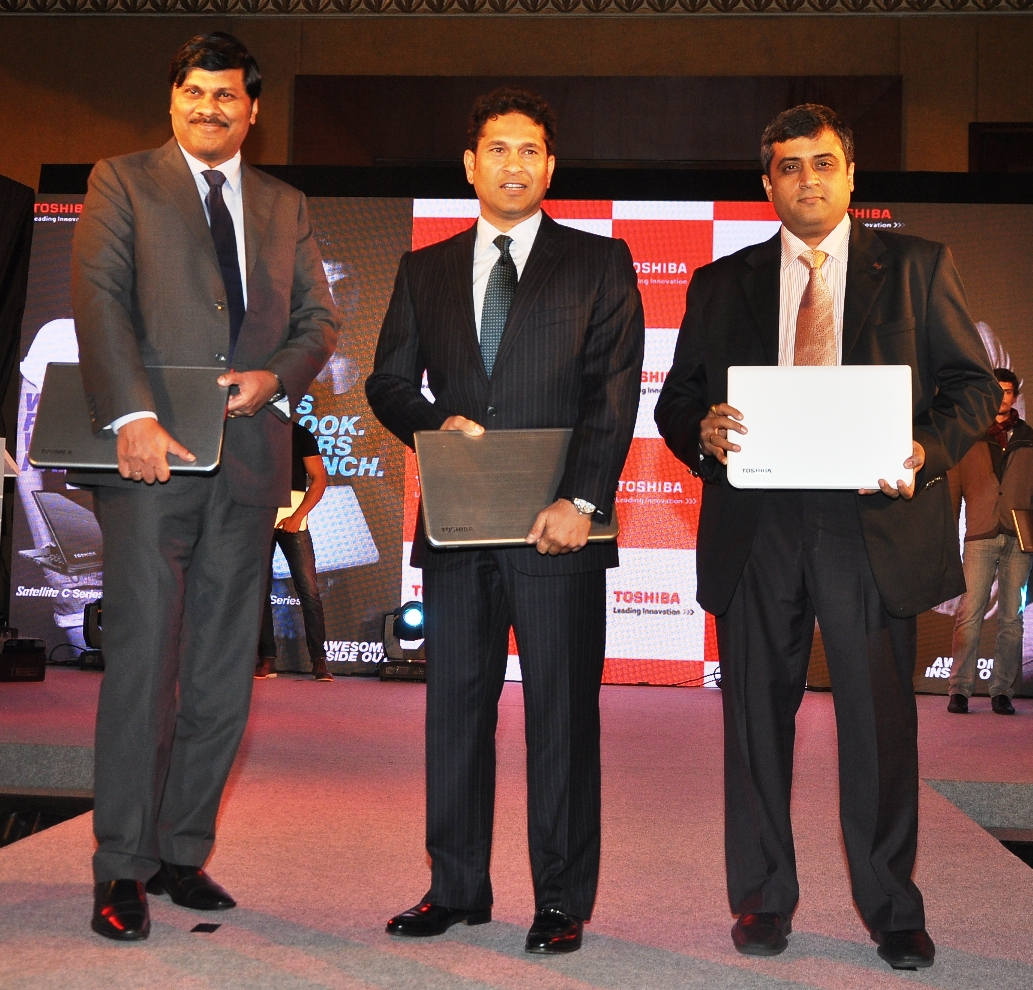 L to R Mr. Sanjay Warke, Sachin Tendulkar, Mr. Sivakumar