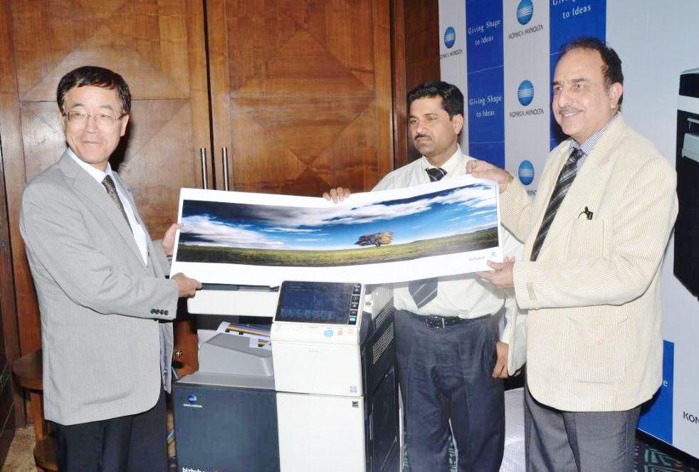 Konica Minolta's MD Mr Tadahiko Sumitani and Mr. Kuldeep Malhotra, EGM Sales showcasing A3 Printers at Jaipur Roadshow