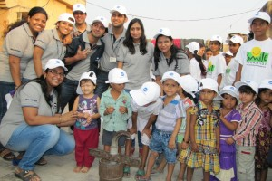 Mr. Tadahiko Sumitani(Managing Director, Konica Minolta) and Mr. V. Balakrishnan(Executive GM (marketing), Konica Minolta) with children of Smile Foundation-