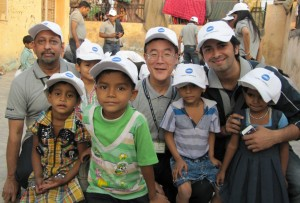 Mr. Tadahiko Sumitani(Managing Director, Konica Minolta) and Mr. V. Balakrishnan(Executive GM (marketing), Konica Minolta) with children of Smile Foundation