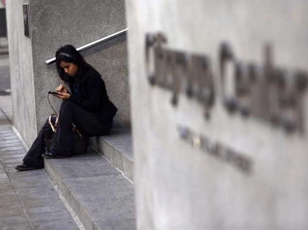 girl_using_smartphone_reuters