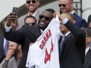 obama_red_sox_baseball_slefie_ap