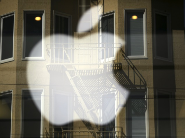 apple_store_reflection_reuters