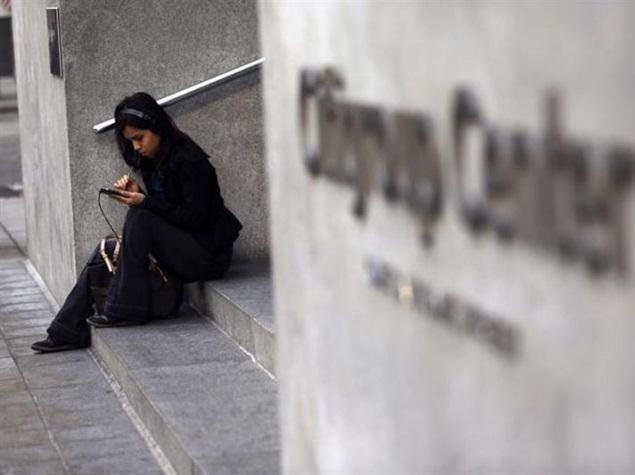 girl_using_smartphone_reuters