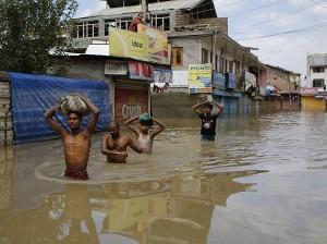 india pakistan flood streets