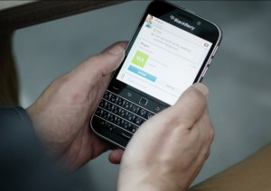 blackberry_classic_hands_official