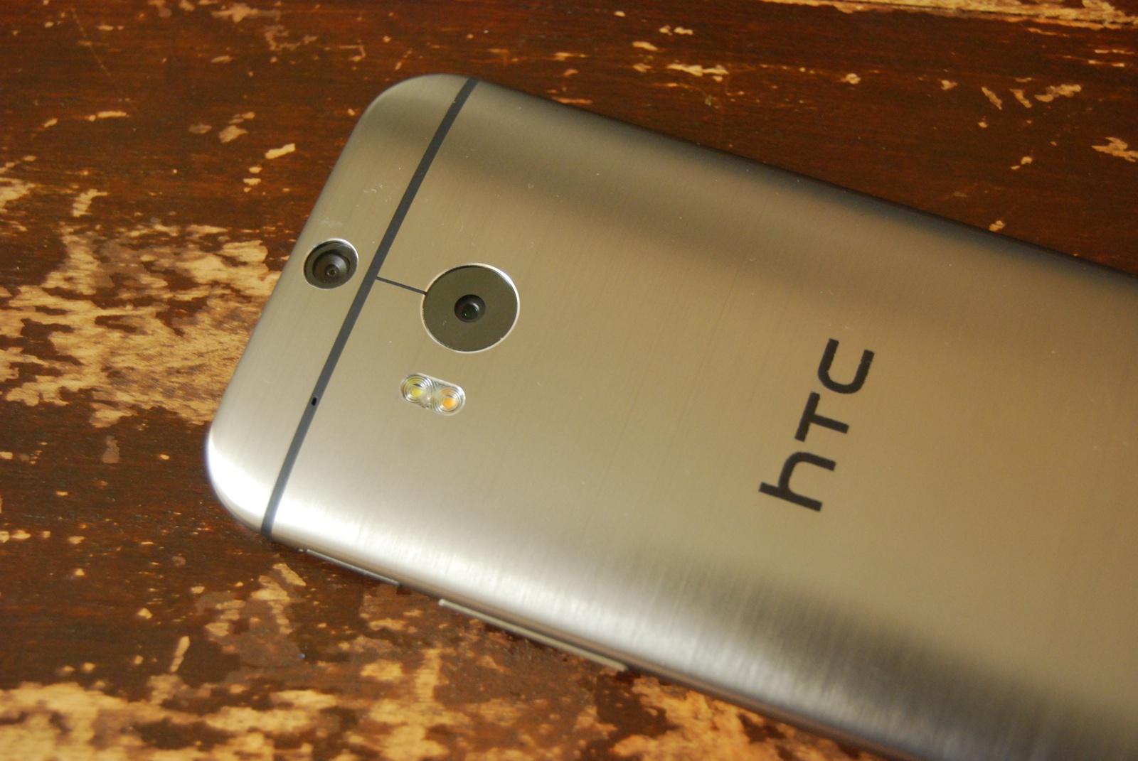 HTC-One-M8-Back-Flash
