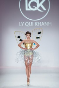 Mau Thanh Thuy, champion of Vietnam's Next Model 2013, presented the opening outfit