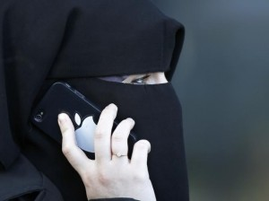 women niqab iphone