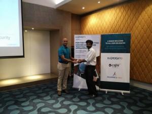 K. Gunasegharan, Director - eCaps Computers, offering a gift to a quiz winner