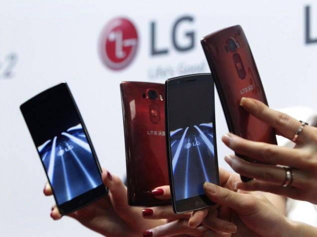 lg g flex mobiles at display