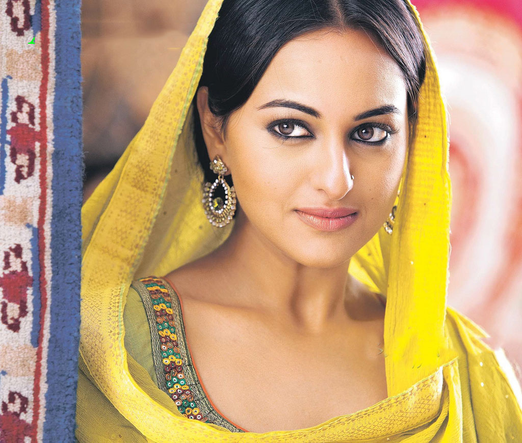 Bollywood Actress Sonakshi Sinha Hot Fashion Styles 9