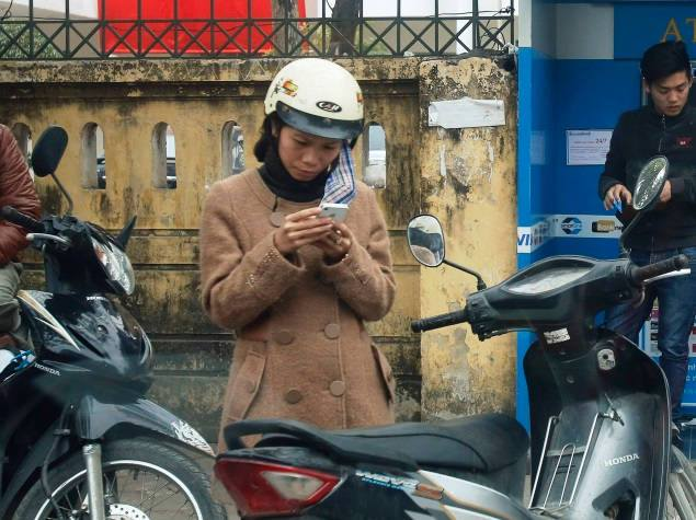 vietnam women mobile user
