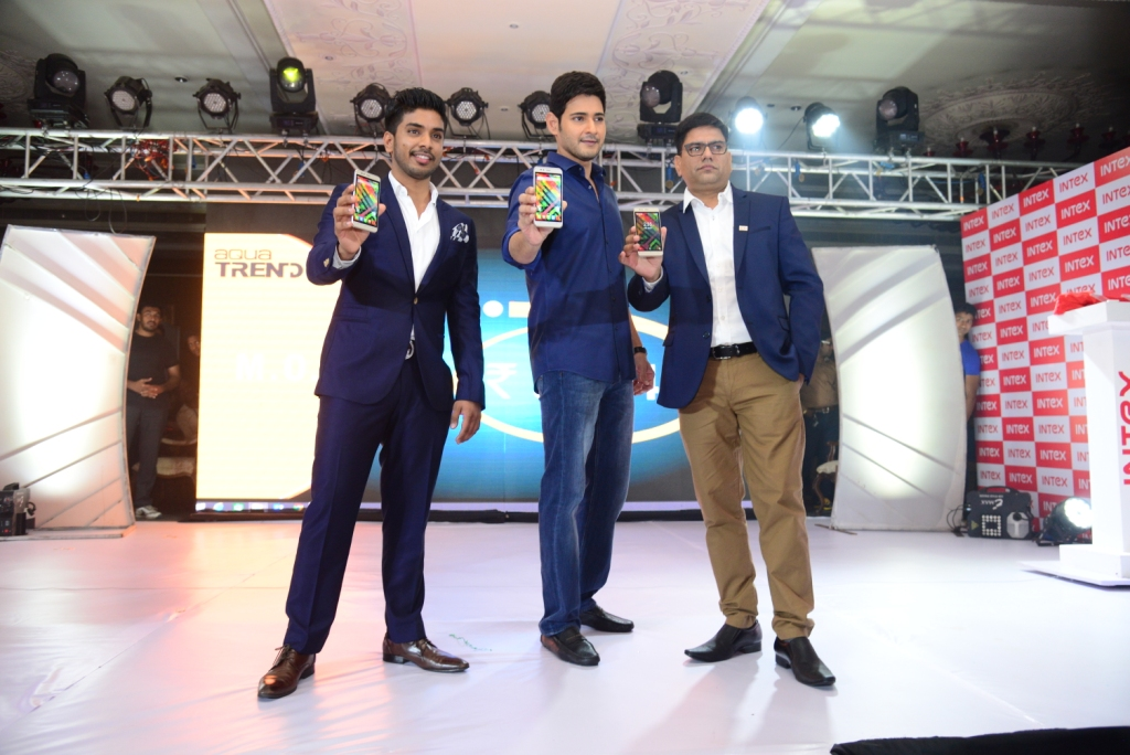 Keshav Bansal, Director - Intex Technologies (Left), Mahesh Babu (Center) and Sanjay Kumar Kalirona - Mobile Business Head- Intex Technologies