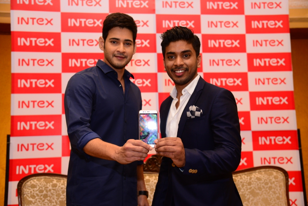 Keshav Bansal, Director - Intex Technologies (Right) and Mahesh Babu (Left)