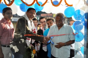 Mr. Arnold Su, Distribution Manager, System Business Group, ASUS India, Mr. David, Product Manager, India & Mr. Pankaj Kar, Branch Head, Northeast inaugurating the store in the presence of