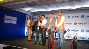 Mr. Pramod Saxena, founder & CMD of Oxigen services, Mr. Sachin Tendulkar, Mr. Mark Levy, Joint CEO of Blue label Telecom, Mr. Ankur Saxena, CEO of Oxigen wallet (1)