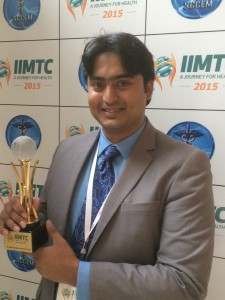 Abdul Hadi Shaikh_CEO of Fxkart.com with the award