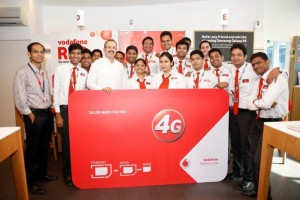 Ishmeet Singh, Business Head-Vodafone Mumbai Circle launching 4G Ready SIM at Vodafone Store