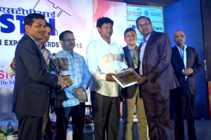 From (L-R) Rudra Shankar Shatapathy, Group MD and CEO, In2IT Technologies and Vishal Barapatre,Group CTO, In2IT Technologies receiving the award from Manoj Panda, Director STPI,Odisha