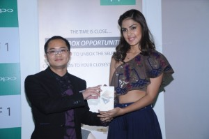 Mr.Poppy Huang, CEO-Delhi, OPPO Mobiles India with Rhea Chakraborty at OPPO F1 First Sale in delhi