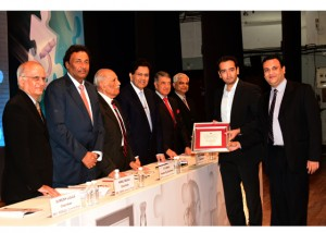 Mr. Dayle de Souza, JMD, Writer Corporation receiving the IMC RBNQA Certificate of Merit from Mr. F C Kohli, former Deputy Chairman, Tata Consultancy Services