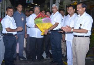 PHOTO --Centre (L) Hon'ble Shri Chandrakant Dada Patil being welcomed by Mr. Rajendra R. Deshpande, Joint Managing Director, Kirloskar Oil Engines Limited