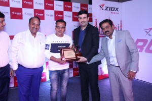 ziox-mobile-top-management-presenting-distributors-recognition-award