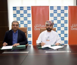 premkumar-seshadri-executive-vice-chairman-md-hcl-infosystems-l-and-talal-said-al-mamari-ceo-of-omantel-ii-2